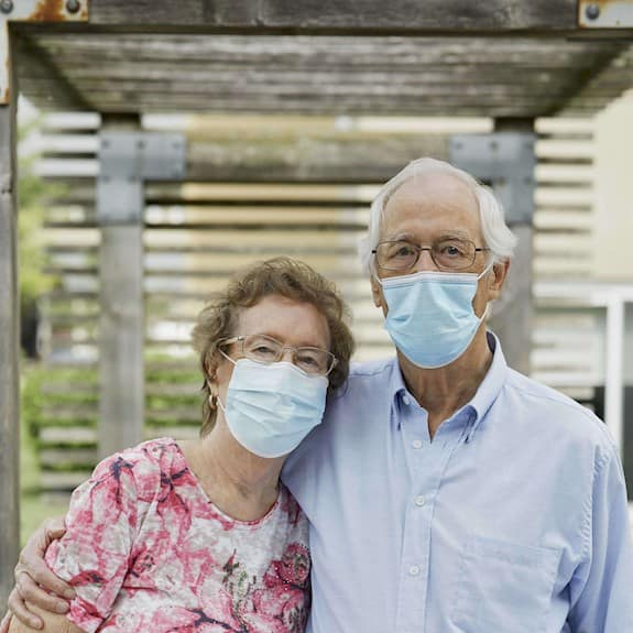 Veronica and Ted, residents of Revera wearing masks