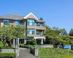 Exterior, Hollyburn House Retirement Residence, West Vancouver