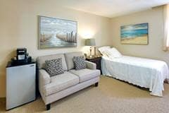 Model Suite, Bedroom, Trafalgar Lodge, Oakville