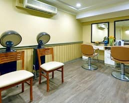 Salon, Trafalgar Lodge, Oakville